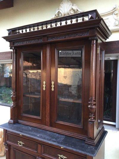 Antik bútor, felújított Ónémet könyvszekrény.