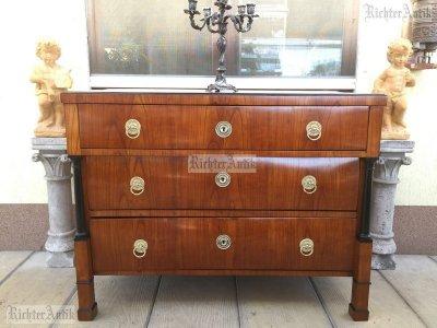 Antik bútor, Biedermeier komód felújított 01.