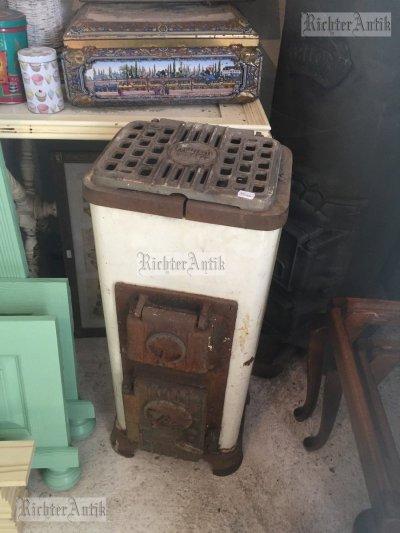 Antik, régi kis sparhelt, tűzhely.