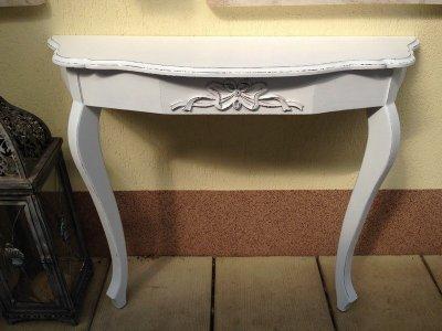Provence bútor, fehér antikolt Barokk konzol asztal.