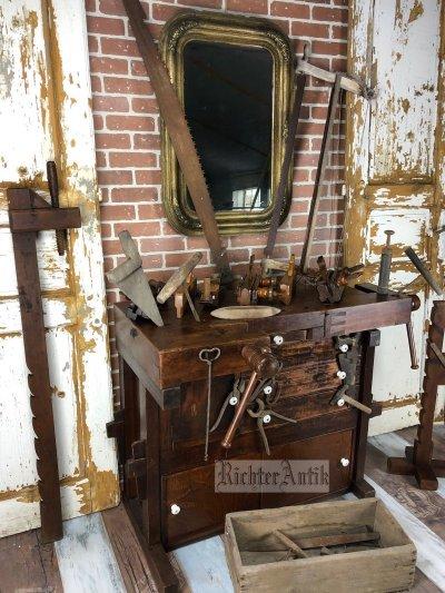 Antik bútor, Neóbarokk könyvszekrény, vitrin.