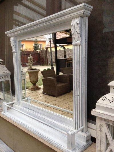 Provence bútor, antikolt tükör párkánnyal.