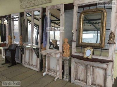 Provence előszobafal, fogas Ezüstözött ovális tükörrel.