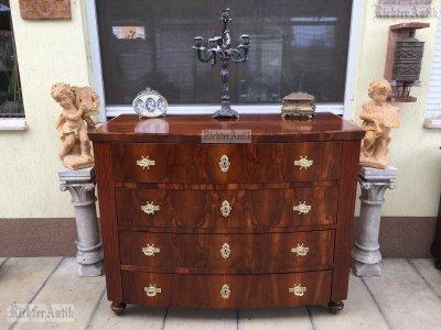 Antik bútor, Biedermeier íves komód felújított.
