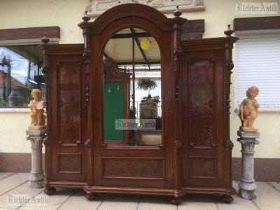 Antik bútor, Ónémet 3ajtós szekrény.