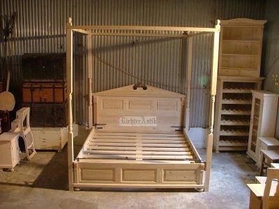 Ónémet baldachinos ágy
