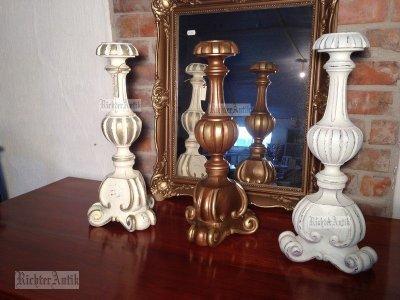 Barokk gyertyatartók különböző antikolással.