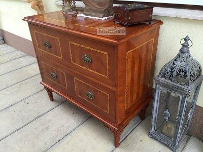 Antik bútor, intarziás Copf komód felújított.