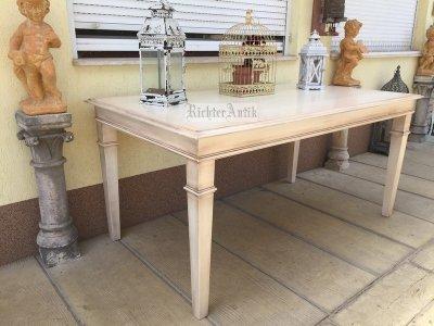 Provence bútor, antikolt fehér ebédlő asztal.