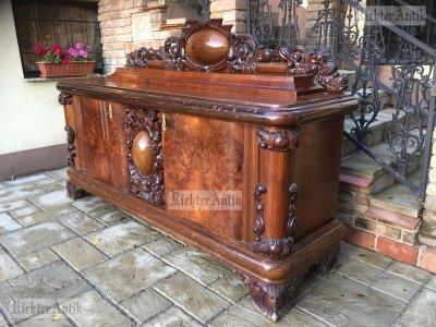 Antik bútor, nagyméretű tálaló.