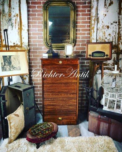 Antik bútor, restaurált Lingel sokfiókos szekrény.