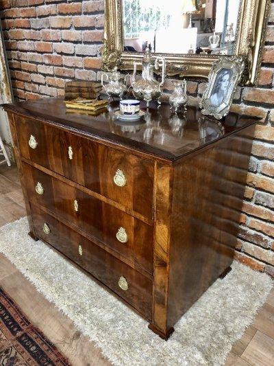 Provence bútor, antikolt ónémet éjjeliszekrény.